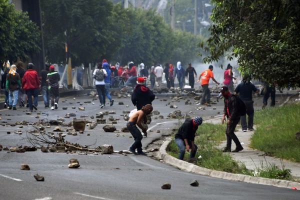 La reelección de Juan Orlando Hernández como presiente de Honduras mantiene un clima de tensión en el país. Esta protesta de opositores tuvo lugar el 15 de diciembre del 2017 en Tegucigalpa.
