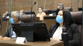 Denuncia de Paola Vega sobre pesca de arrastre causa lluvia de ataques en plenario
