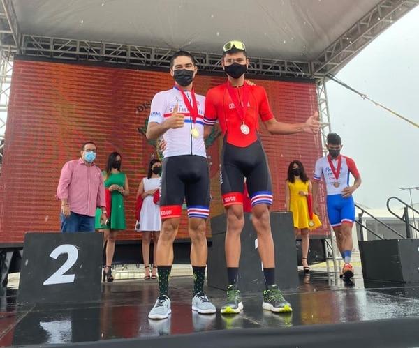 Gabriel Rojas (izquierda) y Sergio Arias cosecharon las primeras medallas para Costa Rica en el Centroamericano de ciclismo de ruta. Fotografía: Prensa Fecoci