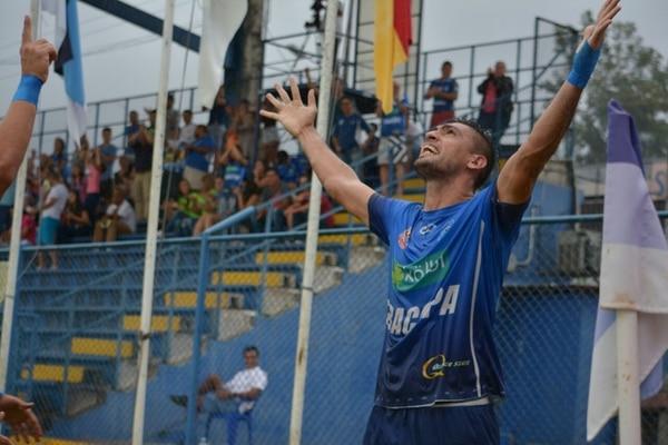 Lauro Cazal celebra su gol con euforia. Foto Mario Cordero
