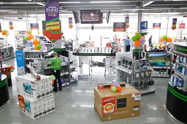 Los puestos de empleo que ofrece Grupo Monge son para trabajar en el sector de Escazú. En la imagen, una de las tiendas de la compañía localizada en el sector oeste de San José.