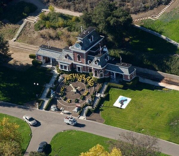 Jackson compró el Rancho Neverland en $ 17 millones, en 1987. Mide 10 kilómetros cuadrados y se ubica a 30 minutos de Santa Bárbara (California). Los administradores de los bienes del cantante no han podido venderlo. En el 2015 tenía un precio de $86 millones. Esta semana, perdió 70% de su valor: ahora cuesta unos $25 millones. Foto Archivo/GN