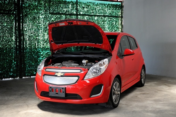 EV Imports, empresa que se dedica a importar carros eléctricos de segunda para venderlos en el país. Importan modelos como el Chevrolet Spark. Fotografía: Melissa Fernández.
