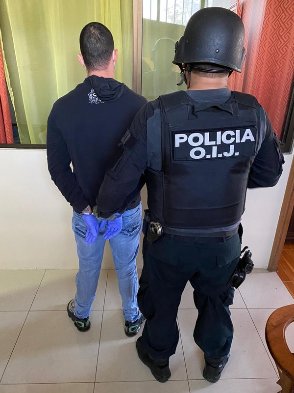 Este es uno de los detenidos la mañana de este martes por las autoridades. Foto: Cortesía del OIJ