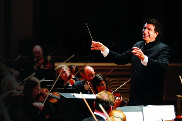 Giancarlo Guerrero es el director titular de la Nashville Symphony Orchestra.