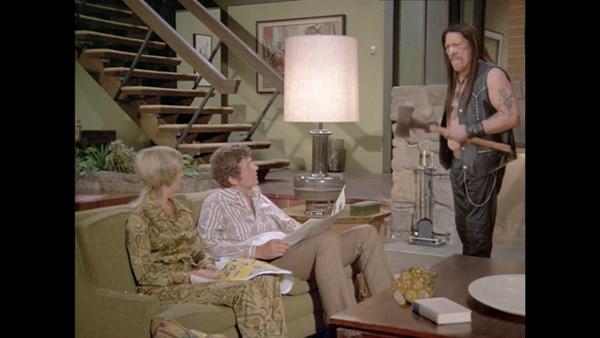 La mayoríade comerciales se estrenaron en línea. Este es de una firma de chocolates con la vieja serie Brady Bunch . AP