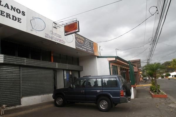 El accidente se produjo ayer a las 8:45 a. m. en el local Carnes Monteverde, situado en Fátima de Desamparados. | MARCO MONGE