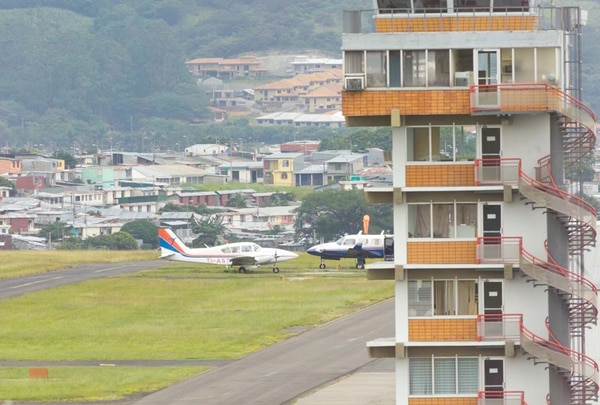 Aeronave fue decomisada en el aeropuerto Tobías Bolaños. Foto: Abelardo Fonseca