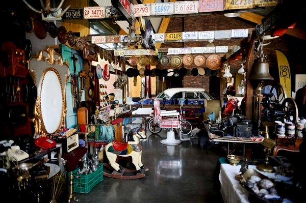 Antigüedades Lisa y John es uno de los 50 estands que reune Expo Historia 2016 en el Museo de los Ñiños. Aquí se pueden adquirir objetos de colección variados: juguetes, adornos, artículos religiosos, placas de automóviles, entre otros. El evento está abierto el fin de semana.   MARCELA BERTOZZI