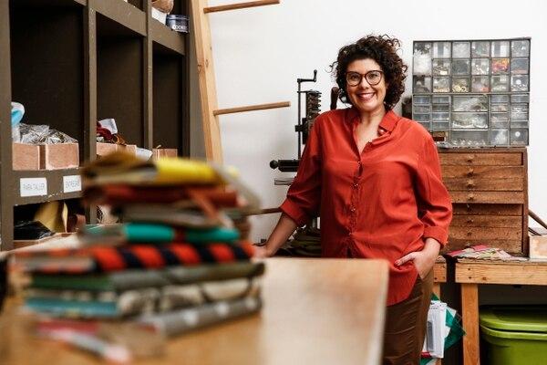 Sofía Protti, diseñadora nacional dueña de la marca Cuero, Papel y Tijeras. Foto Adrián Soto.