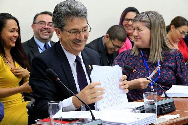 Welmer Ramos, diputado del PAC por Heredia, se sumó este miércoles a la bancadas que se oponen a desenganchar los aumentos salariales para los médicos de los del resto de funcionarios públicos. Foto: Rafael Pacheco.