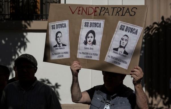 Manifestantes demandaron la renuncia del presidente Jimmy Morales y los ministros de Relacioens Exteriores, Sandra Jovel, y del Interior, Enrique Degenhart, el 27 de julio del 2019.