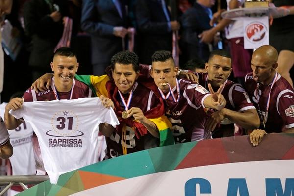 David Guzmán, Carlos Saucedo, Ariel Rodríguez, Hansell Aráuz y Heiner Mora, en el festejo del título 31, logrado en el 2014 ante Herediano. Fotografía: Albert Marín