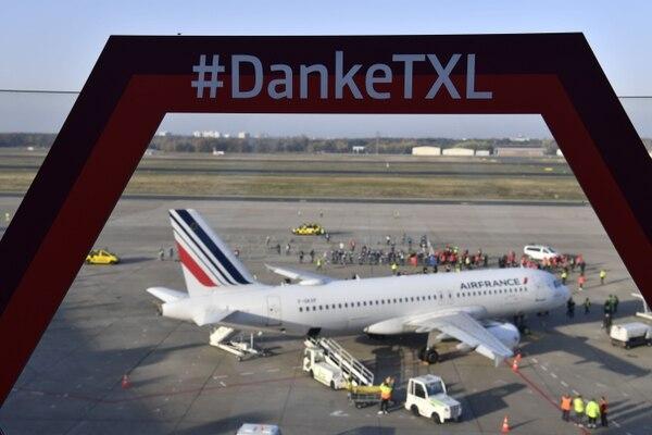 Este avión fue el último que despegó del aeropuerto de Tegel, el 8 de noviembre del 2020, en Berlín. Foto: AFP