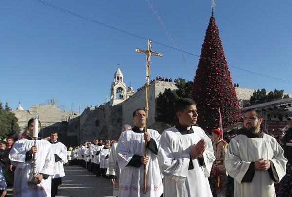 Una procesión recorrió ayer en la mañana la plaza ubicada frente a la basílica de la Natividad, en la ciudad de Belén, Cisjordania. | AFP