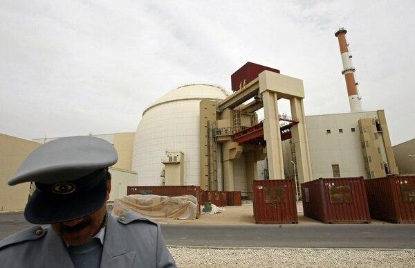 Irán asumió este lunes el control de la central nuclear civil de Bushehr.