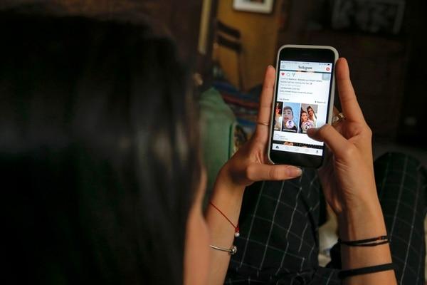 La iniciativa que lleva por nombre 'Cambiemos la búsqueda' busca motivar a los costarricenses a atacar la sexualización de la que son víctimas las niñas y adolescentes a través de plataformas como redes sociales y buscadores de Internet, según afirmó la fundación en un comunicado. Fotos con fines ilustrativos. Fotografía: Mayela López