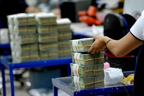 Hacienda tiene previsto captar el 60% del total de vencimientos de deuda de este año. Sin la aprobación legislativa de los eurobonos, el dinero debe pedirse prestado en el mercado local. Foto: Melissa Fernández Silva