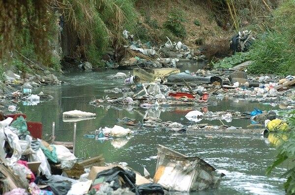 El río Torres, repleto de residuos. | ARCHIVO/JORGE CASTILLO