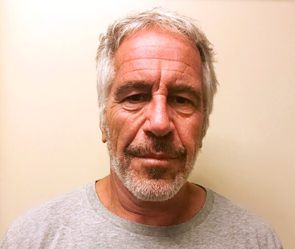 Jeffrey Epstein aparece en el registro de ofensores sexuales de Estados Unidos desde el 2008. Esta foto, de marzo del 2017, fue provista por esa dependencia a la prensa, con motivo del gigantesco escándalo que protagoniza el multimillonario. FOTO AP