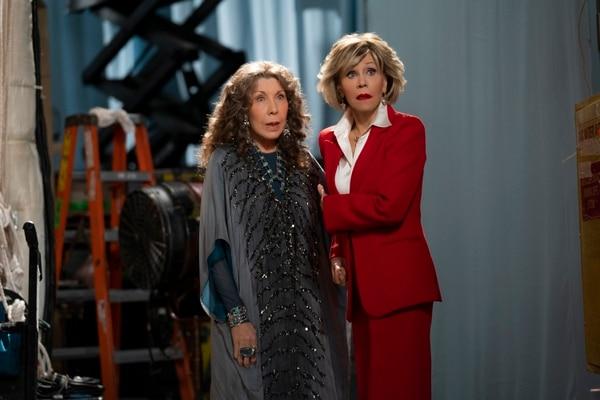Las actrices Lily Tomlin y Jane Fonda han demostrado la gran complicidad que existe entre ellas y que se ve reflejada a lo largo de la serie. Fotografía: Netflix para La Nación