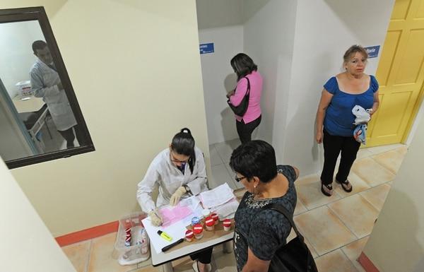 Desde el lunes 17 de febrero, la Unibe es la nueva administradora de 36 Ebáis al este de San José, luego de que la Universidad de Costa Rica dejara de operar en 45 de esos centros. En la transición, la Caja decidió eliminar tres Ebáis, al alegar que disminuyó la población. | ALBERT MARÍN