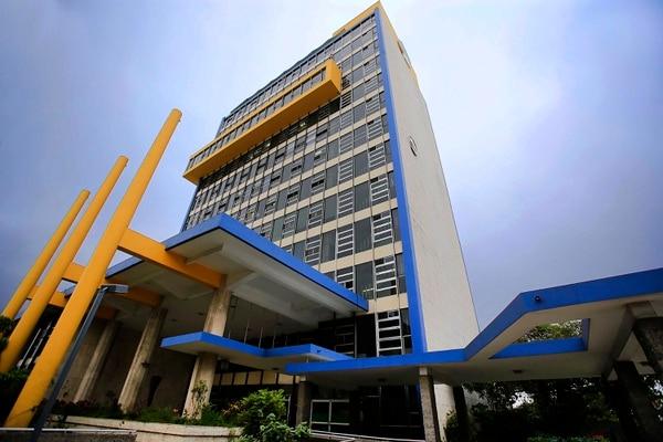 De acuerdo con la CCSS, la población beneficiaria del RNC en este momento es de 128.845 personas. En la imagen, la sede central de la Caja, en San José. Foto: Rafael Pacheco