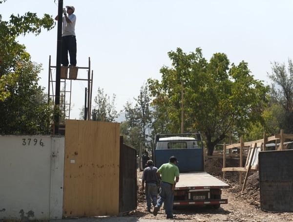 La casa del general Augusto Pinochet, en el barrio de Lo Barnechea en Santiago, terminó de ser demolida este lunes para hacer un nuevo edificio.