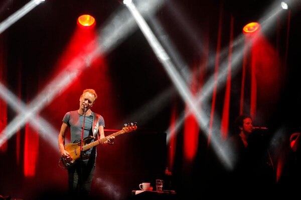 Sting se presentó en el Estadio Nacional como un grande de la música.