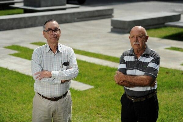 Álvaro Ugalde, (derecha) uno de los fundadores de los parques nacionales falleció esta mañana en su casa de habitación en Heredia. Lo acompaña el ingeniero Mario Boza, su principal aliado en la conservación de la naturaleza.