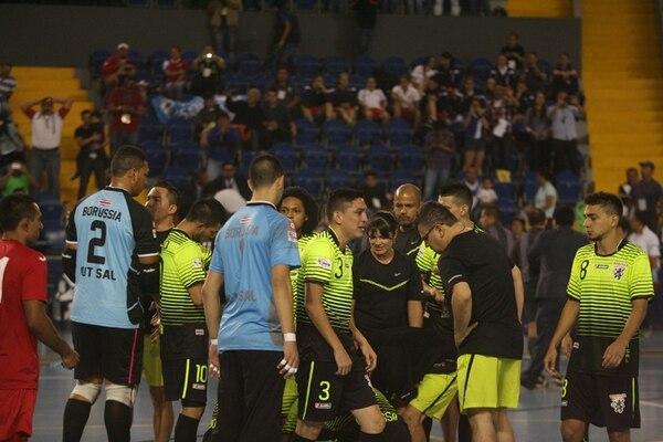 La desazón fue evidente en el equipo costarricense, luego de la agónica derrota ante el Glucosoral de Guatemala. | NORVIN MENDOZA PARA LA NACIÓN