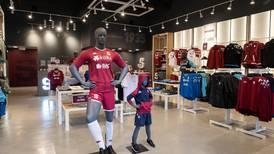 Saprissa renueva imagen de tiendas oficiales y otorga la administración a la firma AR Holdings