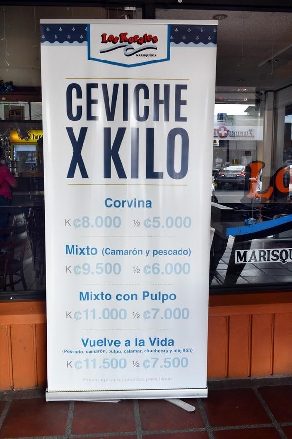 Marisquería Los Korales se ubica en el centro comercial Los Colegios, en Moravia. El local cumplirá en julio 25 años. Fotografía: Jorge Castillo.