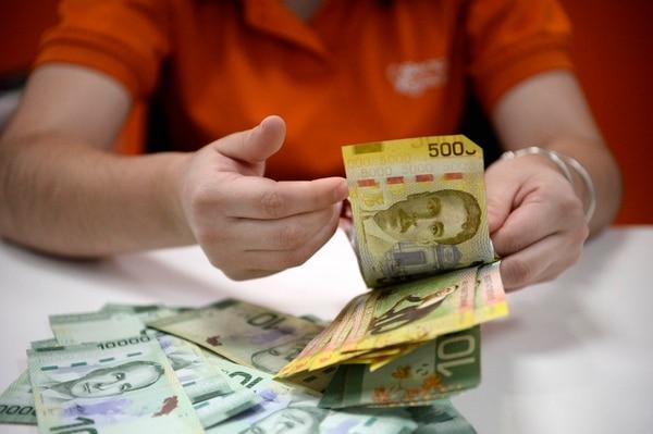 El 20% de los 35.205 empleados públicos que reciben menos del salario mínimo por problemas de sobreendeudamiento tienen créditos con el Banco Popular, confirmó la entidad pública. Foto: Diana Méndez.
