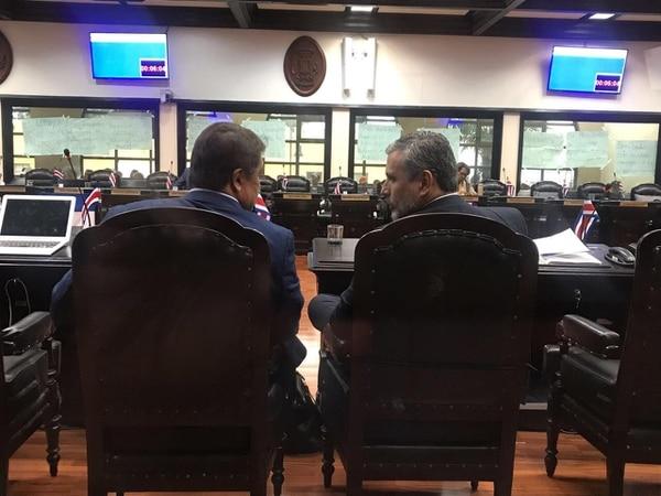 Los diputados Víctor Morales Zapata y Otto Guevara son dos de los cinco funcionarios públicos que fueron denunciadas ante la Procuraduría de la Ética por sus nexos con el importador cementero, Juan Carlos Bolaños.