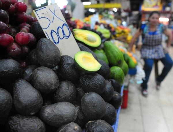 En el mercado se ofrecen actualmente variedades de cosecha nacional, pero los dueños de restaurantes dicen que no tiene calidad del Hass importado desde México.