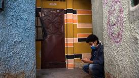 Cazar Internet en la calle: Educación a distancia en Venezuela