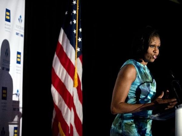 Michelle Obama mientras participaba ayer en Charlotte en una actividad en defensa de los derechos humanos.   AFP.