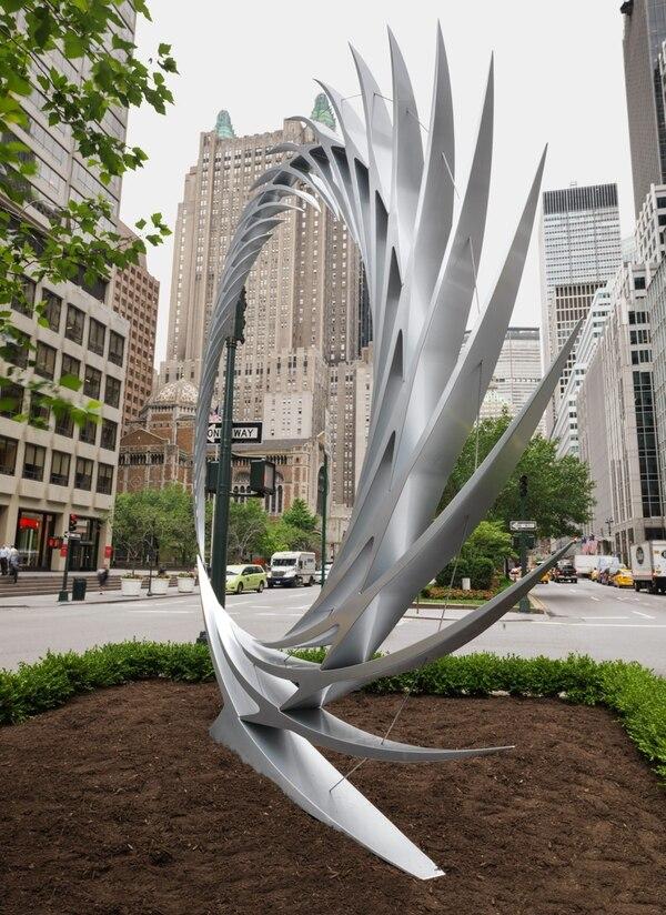 Según explicó Calatrava, las esculturas están relacionadas entre sí y reflejan la estética de la estación de la llamada