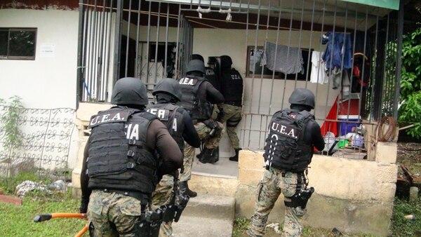 Los oficiales de la Policía de Control de Drogas realizaron nueve allanamientos en barrio Quinto, Limoncito, Los Lirios y el centro de la provincia de Limón.