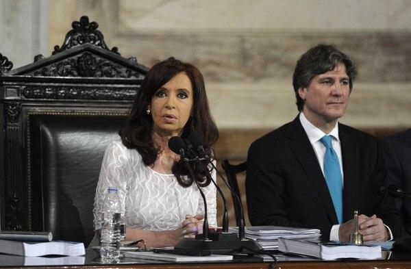 La presidenta argentina, Cristina Fernández, fue acompañada por el vicepresidente Amado Boudou en la inauguración del año legislativo.   AFP