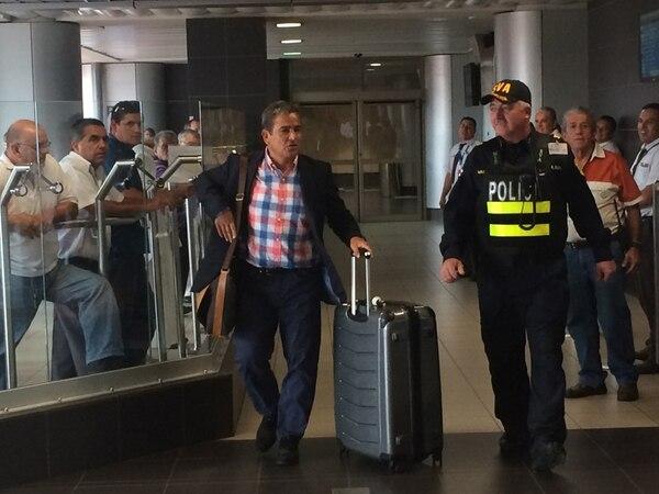 Pinto a su llegada al aeropuerto Juan Santamaría.   JOSÉ PABLO ALFARO