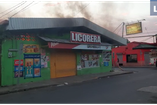 (Video) Fuego afecta supermercado en Santa Cruz