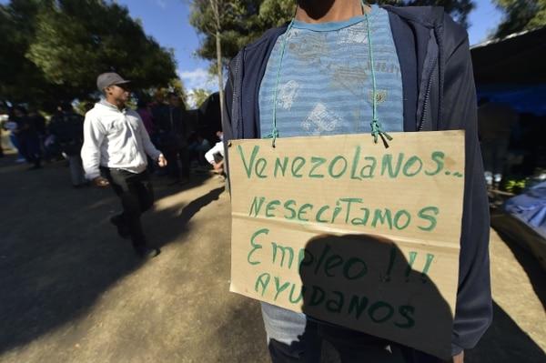 Este venezolano manifiesta en Quito su necesidad de conseguir un trabajo para subsistir.