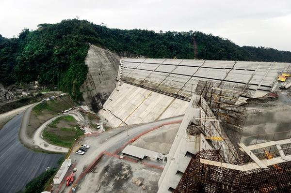 Con el créditod el BID se desarrolló la planta Reventazón, obra de infraestructura más grande del país.   ALONSO TENORIO.