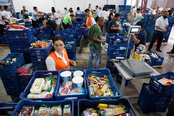 El banco de alimentos contribuye a que no se desperdicie comida y que esta llegue a las manos que más lo necesitan.