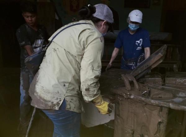 La guardería infantil, además de las pérdidas, quedó cubierta de lodo. Foto: Victoria Venegas para LN