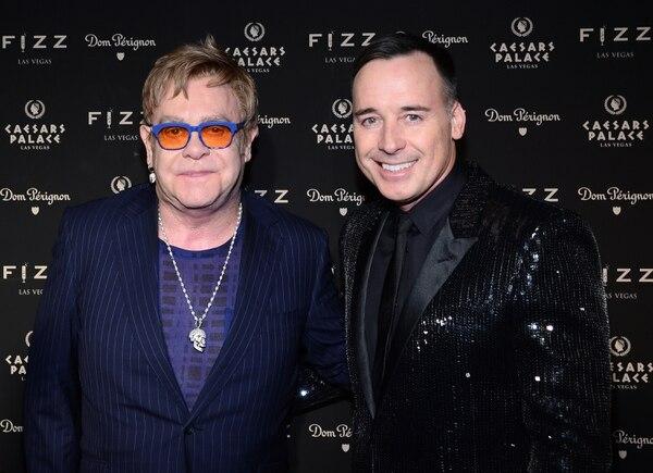 El ídolo pop británico Elton John anunció que se casará con su pareja David Furnish luego de que Gran Bretaña legalizara el matrimonio gay.