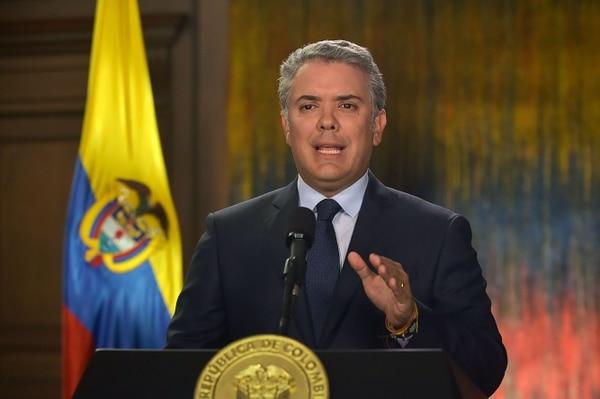 El presidente de Colombia, Iván Duque daba un discurso nacional sobre el coche bomba que detonó en Bogotá. Foto: AFP