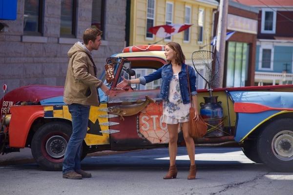 Oliver Jackson-Cohen y Camilla Luddington en 'Lo que de verdad importa'.